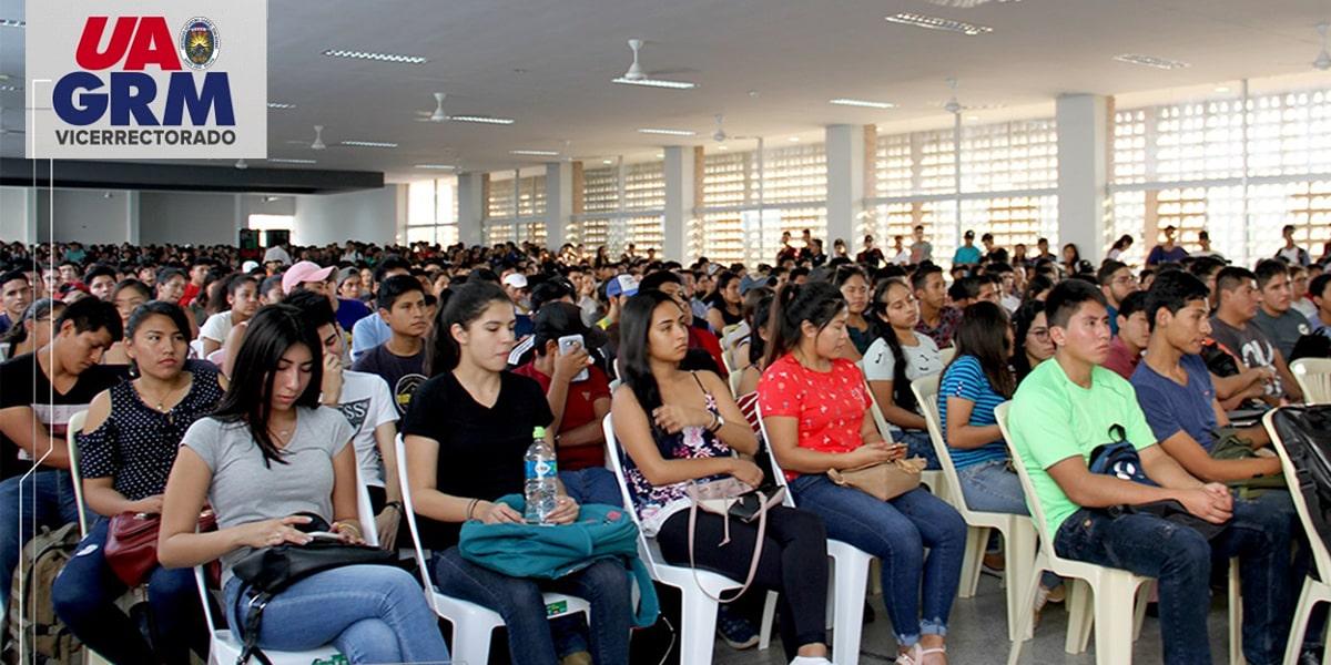 El Vicerrector Oswaldo Ulloa da la bienvenida a la UAGRM a más de dos mil Estudiantes Nuevos