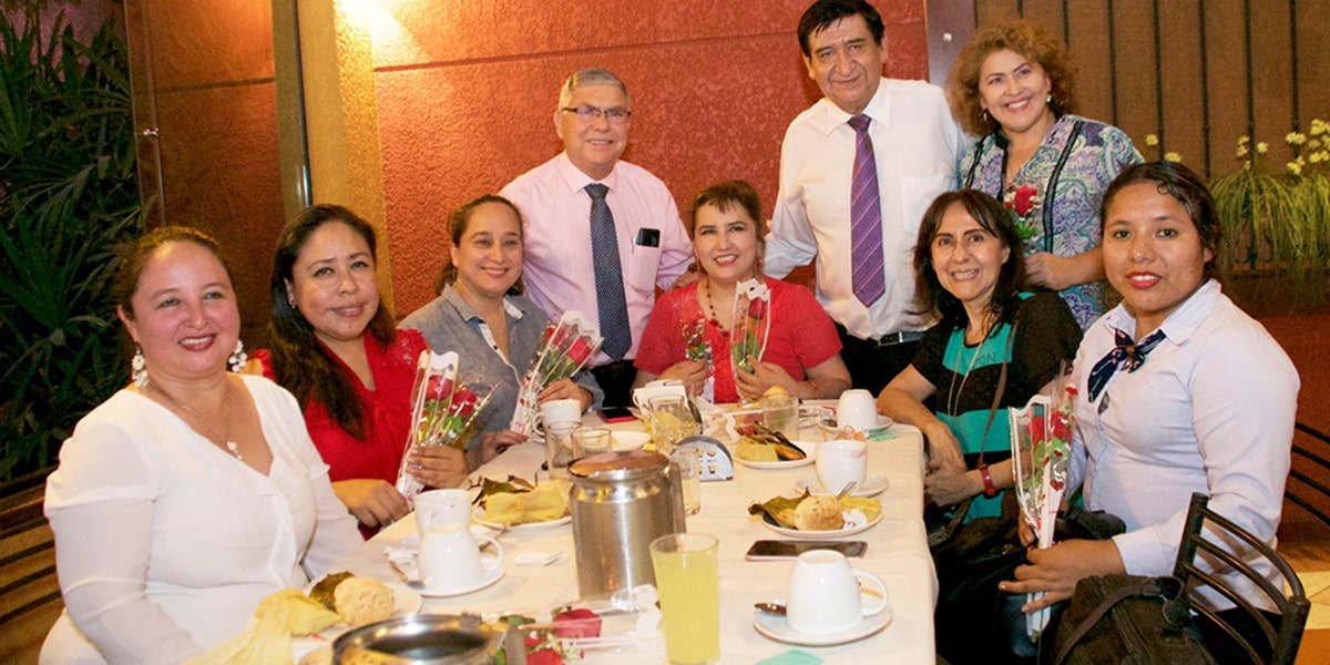 Las autoridades universitarias felicitaron, junto a la FUP, a las docentes universitarias en el Día de la Mujer Boliviana