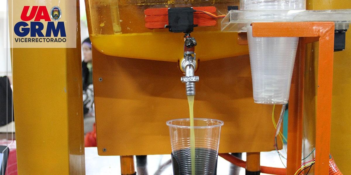 Estudiantes Fabricaron Exprimidora y Cortadora Automatizada para producir Zumo de Naranja