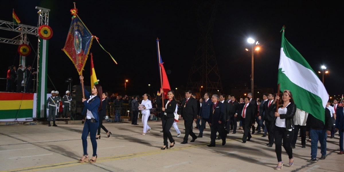 UAGRM rinde homenaje a Bolivia con masiva participación en Desfile Cívico.